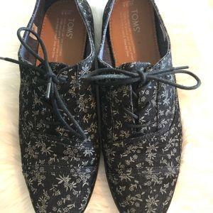 Toms black tie shoes 9.5